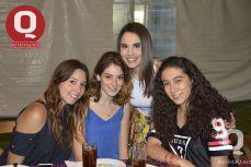 La cumpleañera Andrea López, Ximena Velasco, Arantxa Barraza y Vania Villanueva