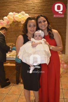 Marcela Azua y Samantha Azua con la festejada, Bárbara Azua