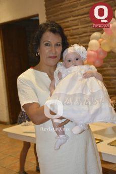 Maricarmen Becerra con su nieta, Bárbara Azua