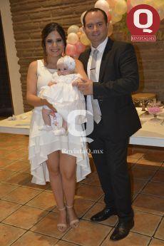 Zaira Sánchez y Arturo Azua con Bárbara Azua