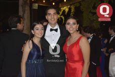 Brianda Castillo, Hugo Chávez y Fernanda Coronel