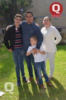 Víctor Ruiz, Marcela Sotelo, Idonovan Ruiz y Emilio Ruiz