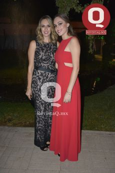Beatriz Portillo con Sophia Barrera