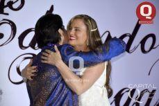 Eduardo Villegas y Aura Cristina Geithner en un abrazo muy efusivo