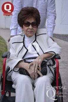 La Sra. Esthela Gamiño, mamá de Eduardo Villegas