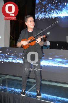 El violinista Cashiel Sales