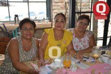 Dolores Martínez, Rosario Hernández y Carmen Amaro