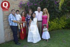 La familia Navarro con la festejada, Fernanda Navarro Prado