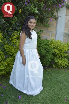 Fernanda Navarro recibió la sagrada Eucaristía