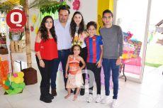 La cumpleañera, Valentina Orozco, compartió con toda su familia