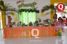 Una extensa mesa de riquísimos dulces