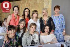 Amigas del Instituto América junto a Rosa Laura Vázquez