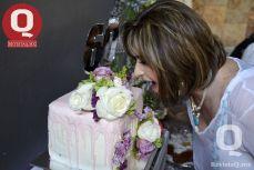 Rosa Laura Vázquez a punto de disfrutar de su pastel
