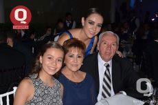 Aneliz Tarazona, Regina Tarazona, Lucha Pérez Díaz y Francisco Tarazona