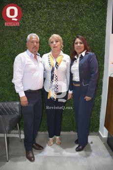 El Ing. Enrique Valencia, Nilda Rosales y la C.P. Viridiana González