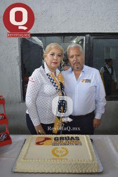 Nilda Rosales con el Ing. Enrique Valencia