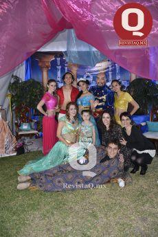 Amigos y Familiares retraron el momento junto a los personajes de Aladino