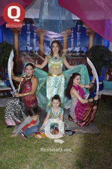 Lucero González y Lucerito en una fantástica caracterización entorno al mundo mágico de Aladino.