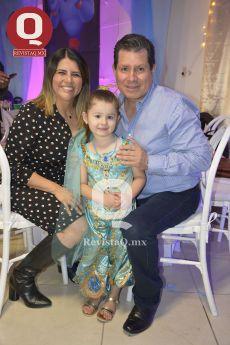Sra. de Villagrana, Lucerito Estefanía y Daniel Villagrana.