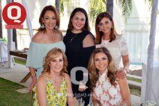 Sandra Villanueva, Paulina Gallardo, Lorena Gallardo, Miriam Barker y Vanessa Macarini