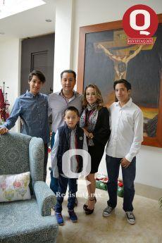 El festejado, Mario Morales, junto a su familia