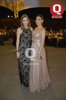 Daniela Flores con Lupita Flores