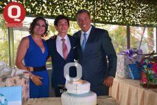 Los padrinos, Maru Carreño y Miguel Márquez con su ahijado, Marcelo Aguirre