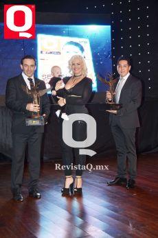Isabel Madow, con los doctores Carlos Mauricio Pérez y Ronald Ledezma