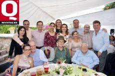 La festejada, Mimí Gutiérrez acompañada de familiares
