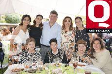Viviana Vega, Maris Vega de Garza, Lourdes Cabrera, Dony Cabrera y Lolis Vega