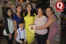 Gabriela de Alonso, Fátima González, Norma Pagaza, Fernanda Barroso y Alberto Padilla