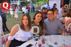 Paola Flores, Ximena Flores y Sebastián Rodríguez