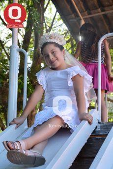 Posando para la foto, Valentina Espinosa