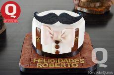 Los invitados probaron del rico pastel de cumpleaños