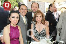 Hilda de Loranca y Javier Loranca y Adolfo y Lupita Reza