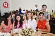 Adriana Nova, Regina Vera, Victoria Velázquez, Elsa Jiménez y Alejandro Vargas
