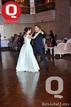 Ana Sofía bailó el vals de la mano de su padre