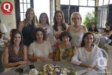 Ana Janett Warren con sus amigas