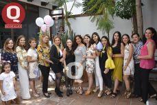 Bibiana Aguirre con la familia Hernández González