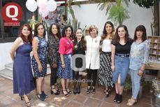 La festejada junto a la familia Torres Aguirre