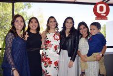 Mariana Torres, Bere González, Valeria Torres, Gaby Aguirre, Angie Alonso y José Luis González