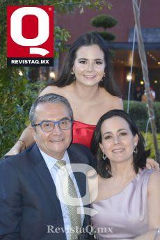 Marina Alba, Camilo Alba y Bárbara Oñate