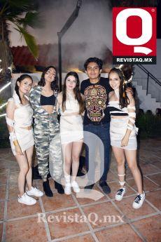 Aris Pérez, Karen Lozano, Valeria Aranda, Diego Muñoz y Romina Toache
