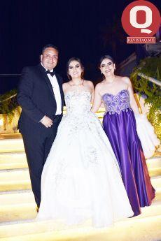 María Regina García y sus papás, Gonzalo García y Claudia Ruiz