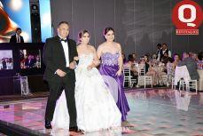 Gonzalo García, Regina García y Claudia Ruiz frente a los invitados