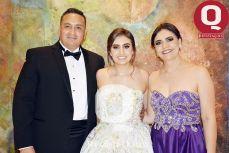 Gonzalo García y Claudia Ruiz con su hija María Regina García