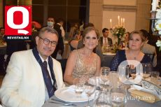 El padre que celebró Cristóbal Orellana, S. J.  Carmen de Bonilla y Evangelina Bonilla.