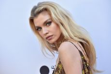 Stella Maxwell en los The Daily Front Row Fashion  Awards en Beverly Hills