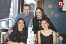 Hugo Alonso, Betty Alonso, Gina Galván y Jade Alonso