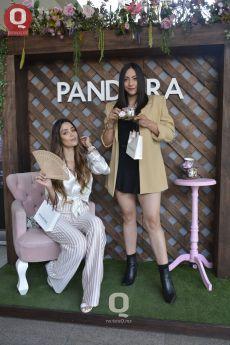 Erika Gómez con Andrea Bossano en el aniversario de PANDORA
